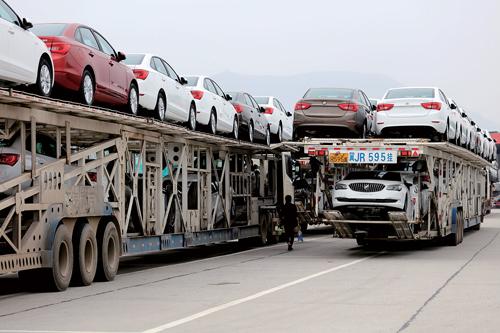 年,全社会完成货运量197.4亿吨,同比增长3.1%.图为某高速服务图片
