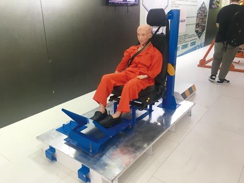 中国汽车安全体验营行车安全模拟器让消费者体验
