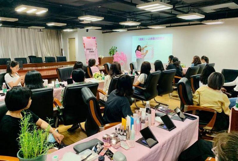 关爱女性、服务女性、成就女性!玫琳凯爱心美容课走进华夏时报社-健康频道-中国质量新闻网