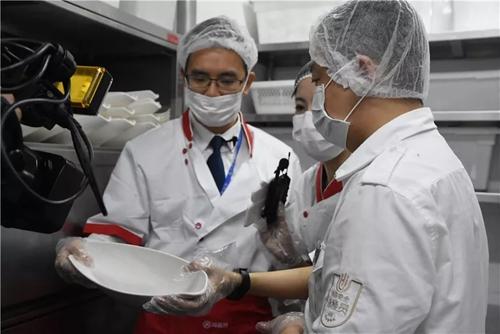 """廣東佛山南海區市場監管局對""""網紅""""餐廳海底撈、樂凱撒進行隨機抽查"""