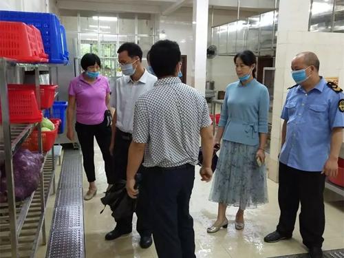 广东省韶关市始兴县严格落实学校陪餐制度,确保师生饮食安全