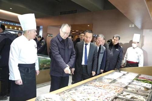 山东省青岛市市场监管局开展春节市场食品安全专项检查