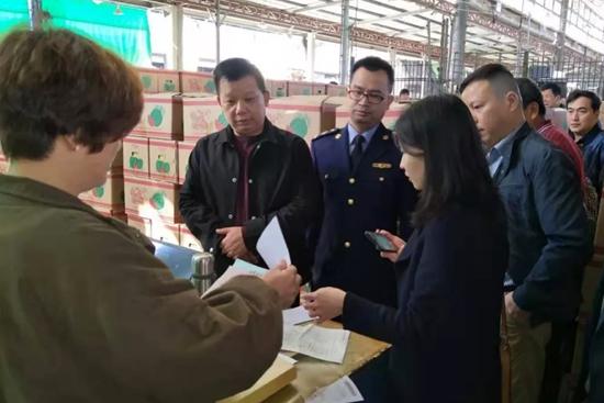 福建省市场监管局赴福州市场开展节前食品销售安全检查