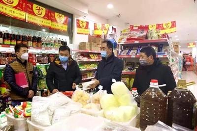 陕西镇坪县市场监管局:疫情防控期间查处一批过期、三无食品商品
